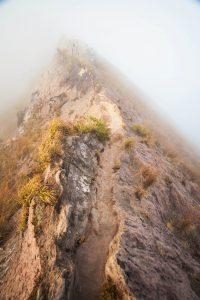 stezka po kráteru hory Batur